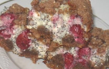 Рецепт рассыпчатого вишнёвого пирога с шоколадными пряниками