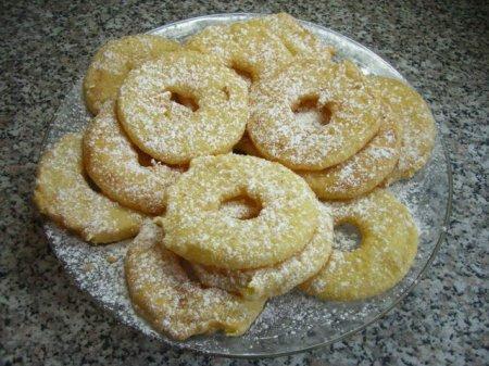 Кольца ананасов во фритюре