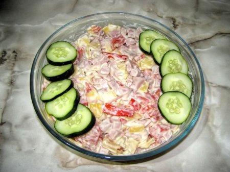 Ветчинно-сырный салатик