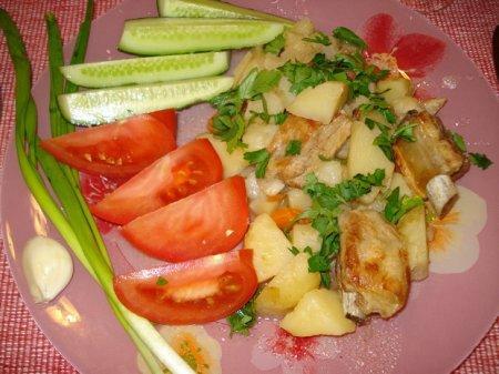 Тушеные свинные ребрышки с картошкой