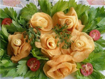 «Розы» из картофеля (или репки, свеклы) во фритюре