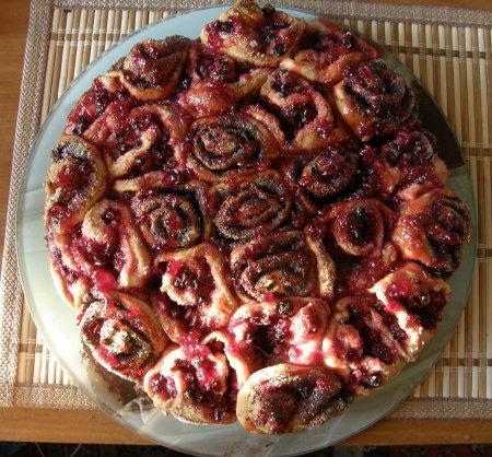 Пирог с маком и брусникой