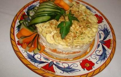 Новогодний рецепт салата слоёного с куриным мясом и перцем