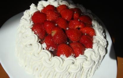 Новогодний рецепт торта «Клубника со сливками»