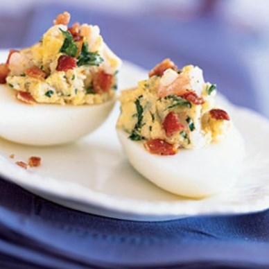 Новогодний рецепт яиц, фаршированных креветками