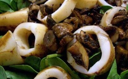 Новогодний кальмаров, тушёных с грибами