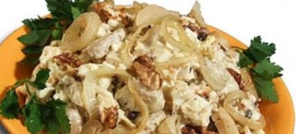 Рождественский рецепт салата из курицы с грибами и орехами