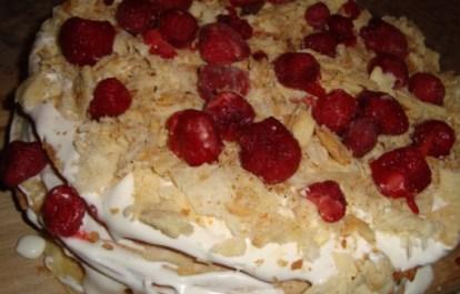 Рецепт слоеного клубничного торта
