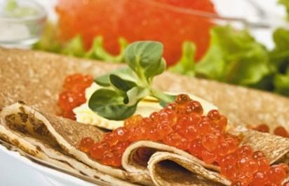 Масленичный рецепт блинов с осетриной и икрой