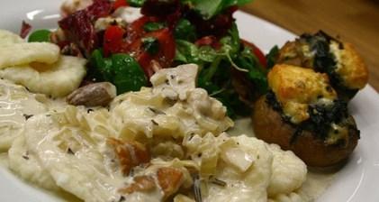 Рецепт творожных ньокки с соусом из белых грибов