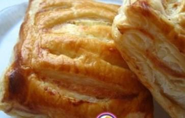 Рецепт слоеных пирожков с изюмом и творогом