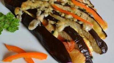 Рецепт веера из баклажанов с овощами