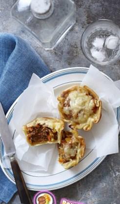 Рецепт маленьких открытых пирожков с овощами и индейкой