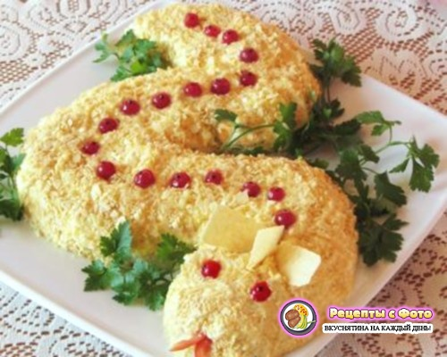 Рецепт салата «Змея» с грибами и курицей с чипсами