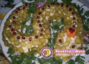 Рецепт новогоднего салата «Змейка»
