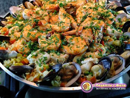 Рецепт - Новогодняя паэлья с морепродуктами