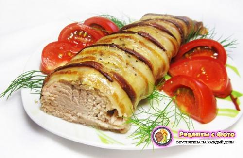 Новогодний рецепт запеченной свиной вырезки в беконе