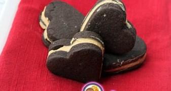 Рецепт на 14 февраля - Шоколадное сэндвич печенье с зефирной начинкой