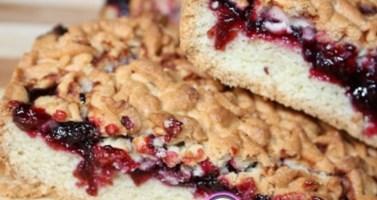 """Рецепт песочного торта с маковой начинкой, безе и орехами """"Чародейка"""""""