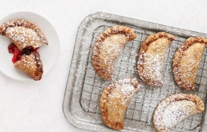 Рецепт пирожков жареных во фритюре с вишней