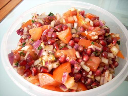Салат из помидоров с гранатом