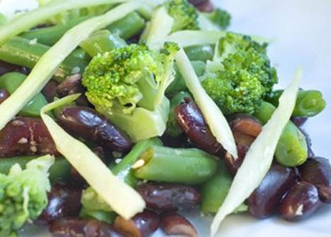 Как вкусно приготовить фасоль стручковую и брокколи