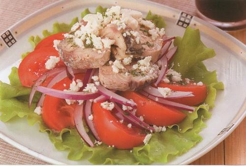 салат из консервированной скумбрии фото