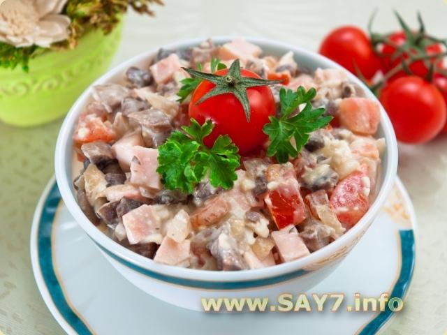 Салат из копченой курицы с помидорами и шампиньонами