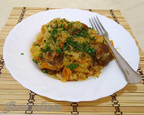 рецепт тушеной капусты с картошкой и мясом в кастрюле