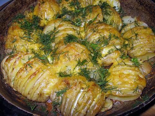 Запеченная картошка с сыром в духовке » Вкусные и простые ...: http://retsepty-s-foto.ru/zapechennaya-kartoshka-s-syrom-v-duxovke.html