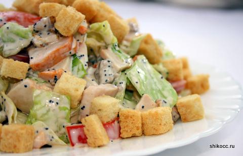 Маковый салат с копченой курицей