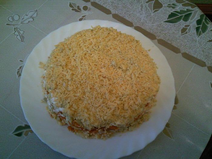 Салат с ананасами, сыром и чесноком - рецепт с фото