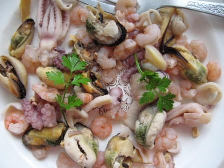 рецепты салатов из морского ассорти