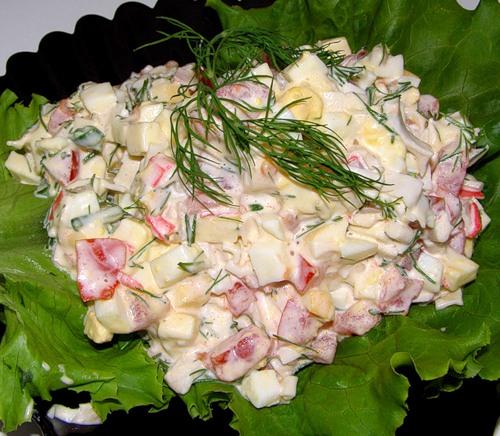 салат из крабовых палочек слоеный